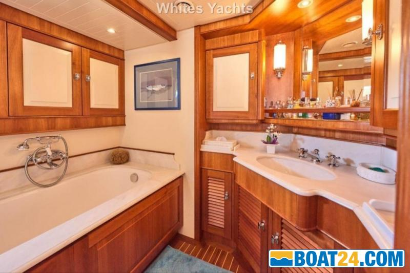 <b>Jongert 31T</b><br/>master bathroom