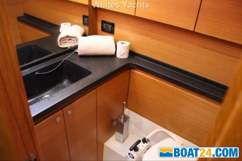 <b>Grand Soleil 54</b><br/>guest head port