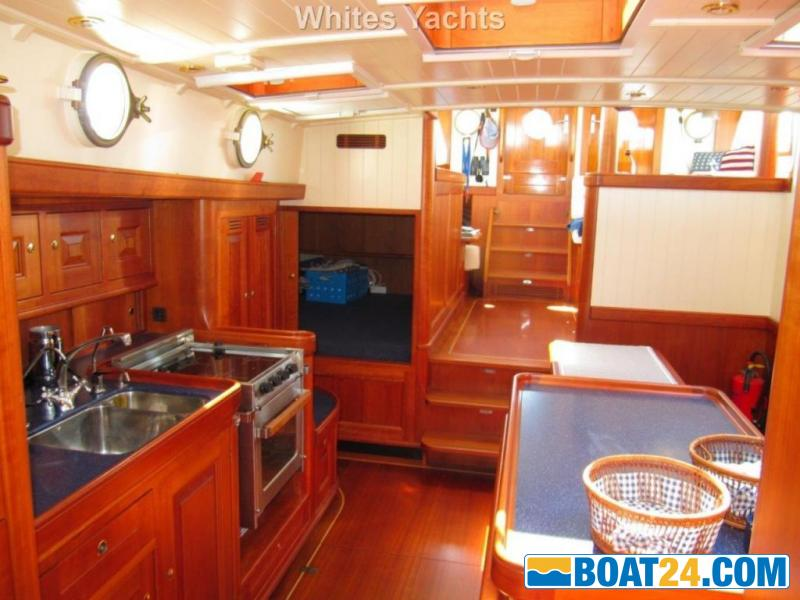 <b>Puffin 50</b><br/>galley and dinette