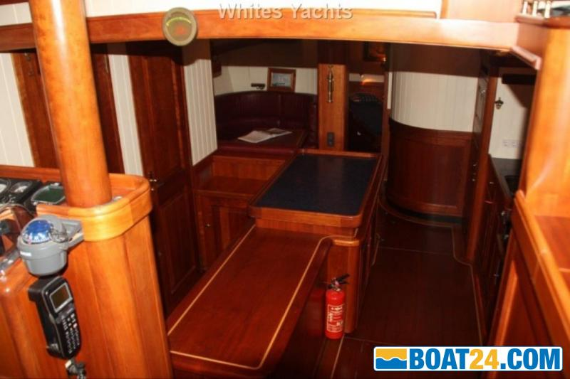 <b>Puffin 50</b><br/>interior view
