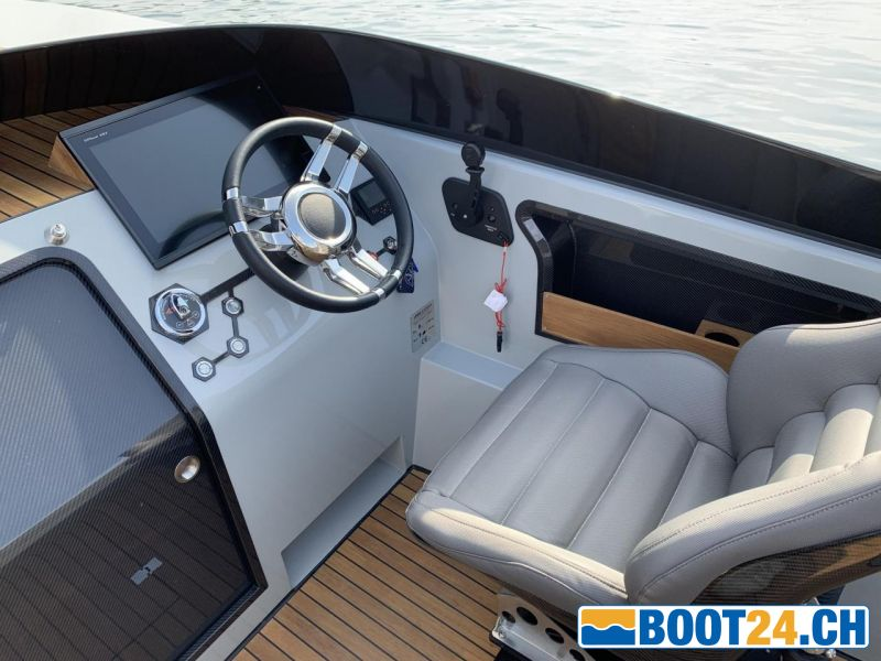 <b>SAY29E - Portier Yachts</b><br/>Steuerstand