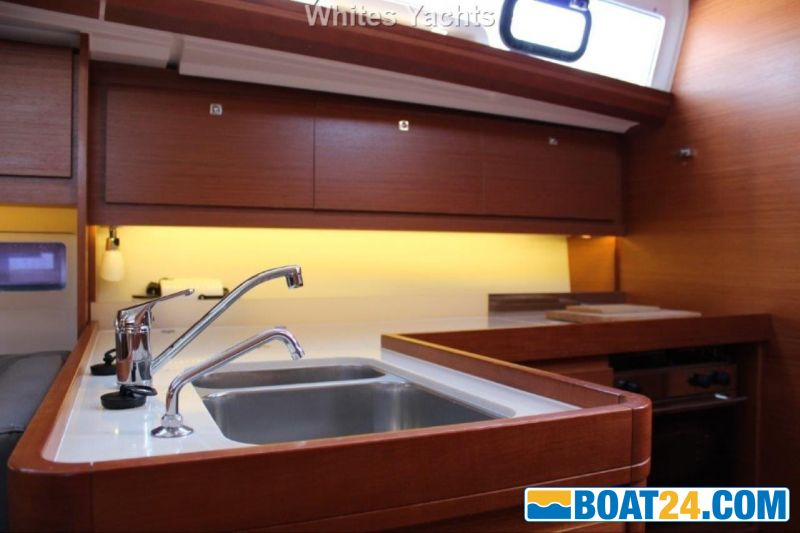 <b>Dufour 412 Grand Large</b><br/>galley
