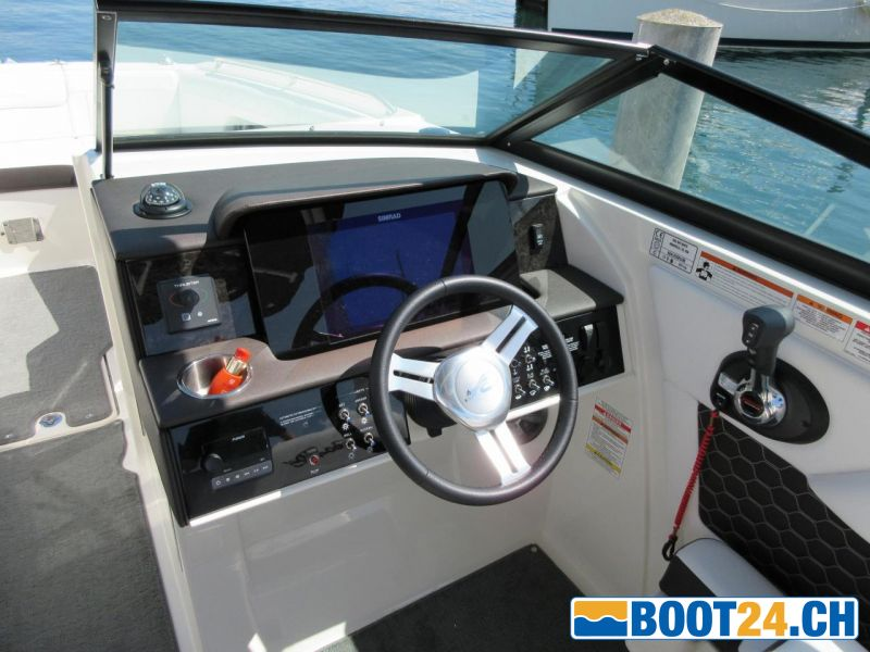 <b>Sea Ray SDX 270; 2019</b><br/>Cockpit