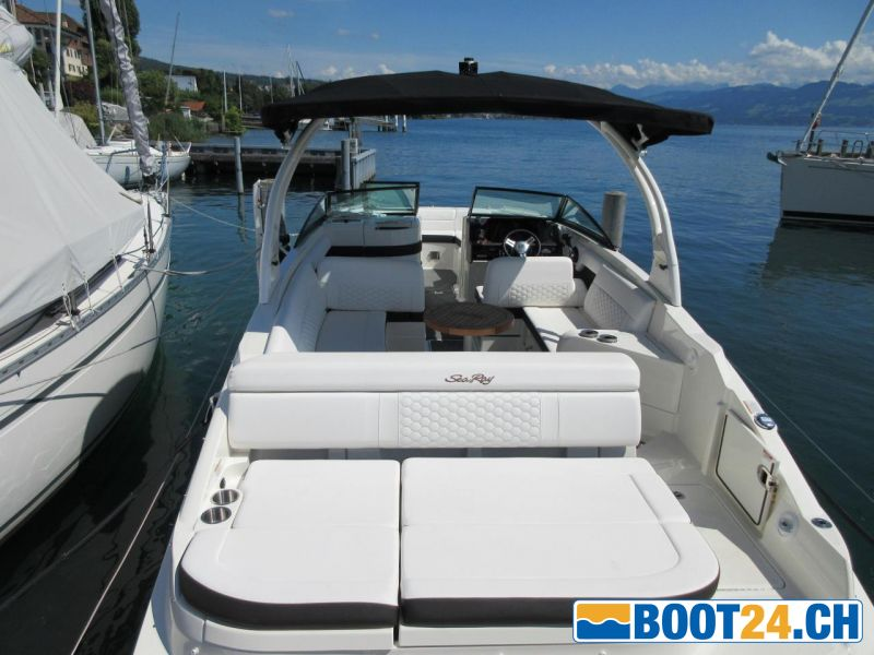 <b>Sea Ray SDX 270; 2019</b><br/>Ansicht ins Boot