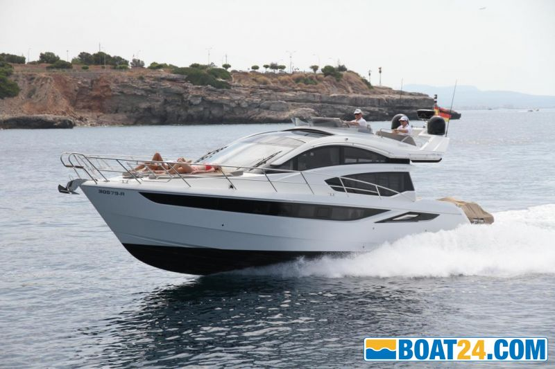 <b>Galeon 430 Sky Port</b>