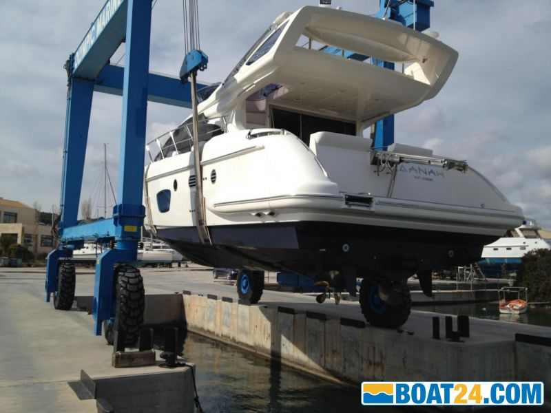 <b>Yacht before wrap application</b><br/>
