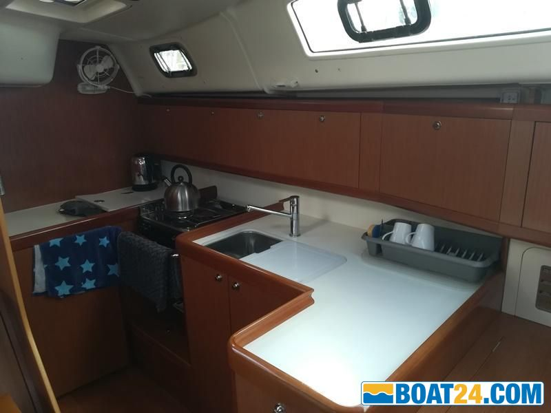 <b>Beneteau Oceanis 40 - Galley</b>