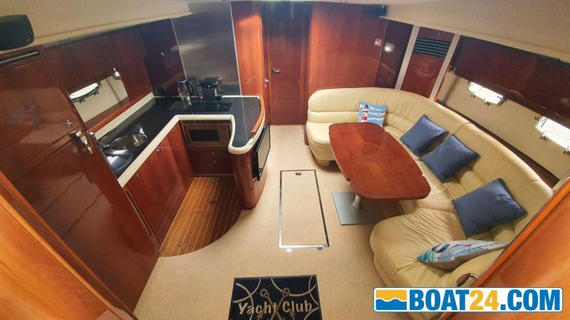 <b>Saloon / Galley</b><br/>