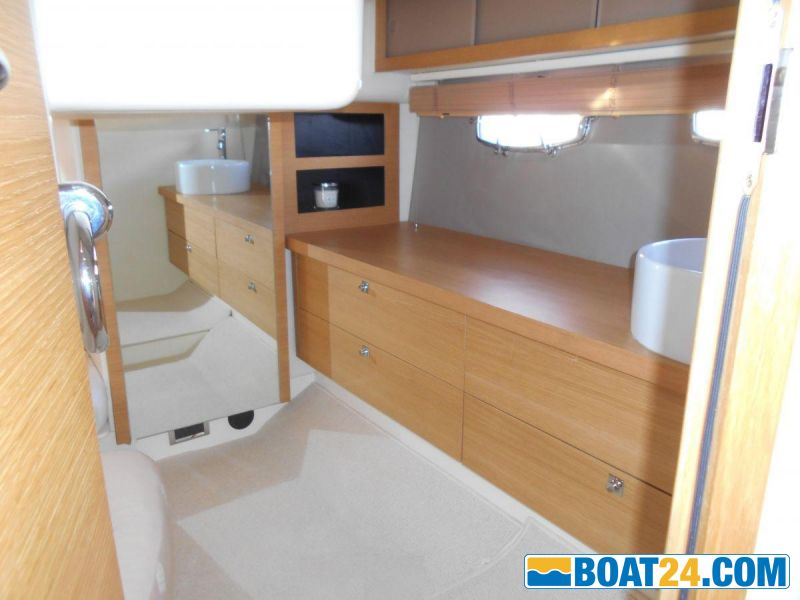 <b>Aft Cabin Entrance and Sideboard</b><br/>