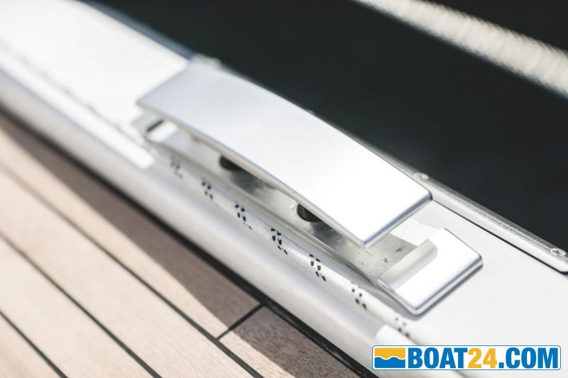 <b>high quality rectractable cleats</b><br/>Brochure photo