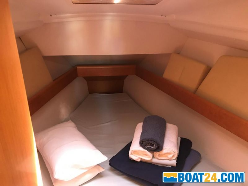 <b>Front cabin</b><br/>