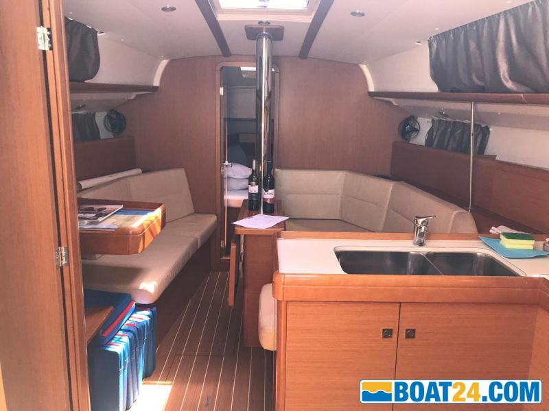 <b>Saloon and Galley</b><br/>