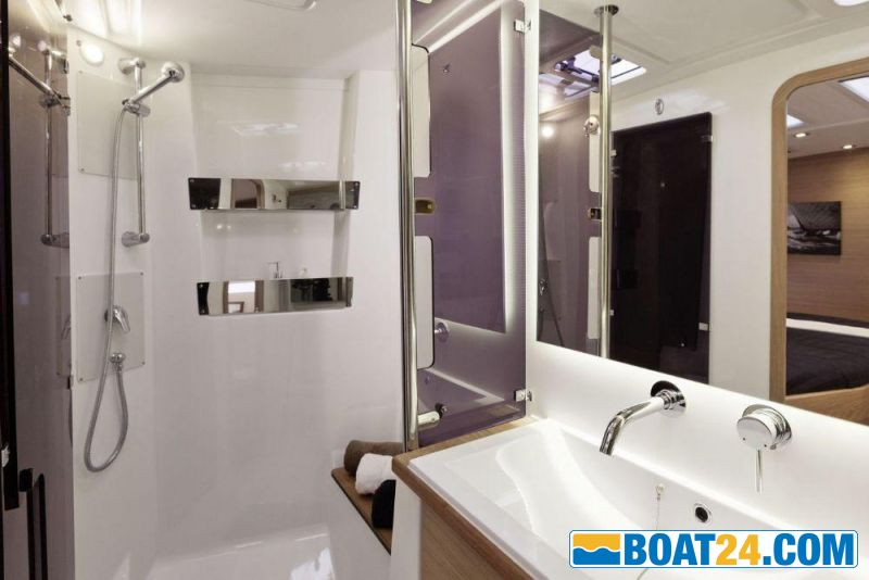 <i>catalog image</i><br/><b>Dufour 56 Exclusive</b><br/>shower compartment