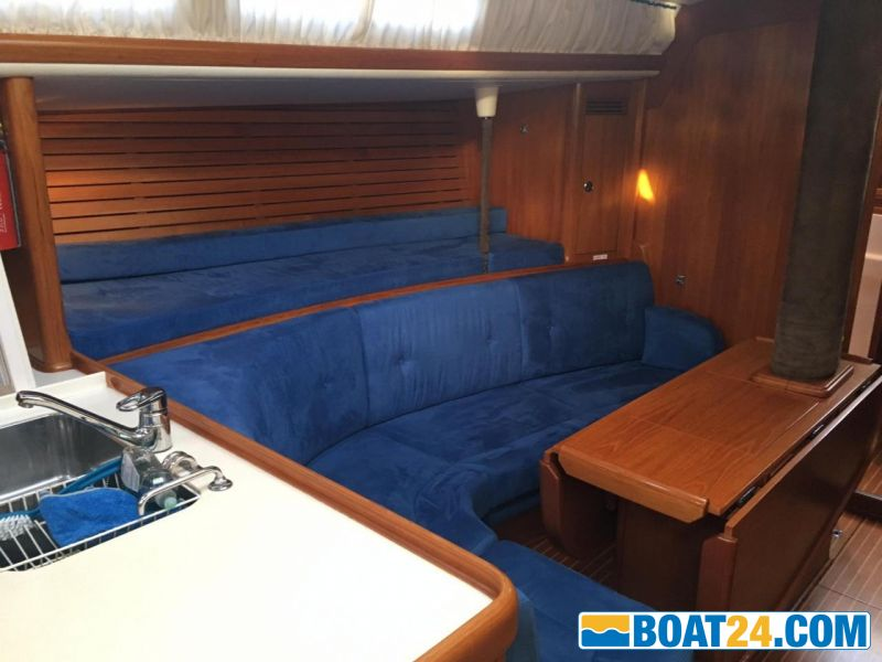 <b>Nautor Swan 44 - 130</b><br/>saloon port side with pullman bed