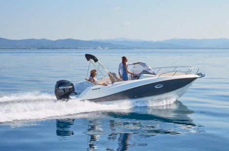 Quicksilver (Brunswick Marine) Activ 675 Sundeck 150 PS Trailer