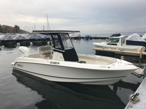 <b>Boston-Whaler 230 Outrage</b><br/>Tribord