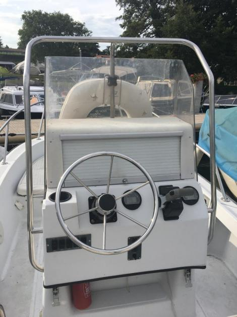 Boston Whaler Outrage 19