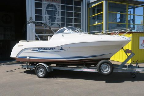 Quicksilver 625 Cabin Cruiser
