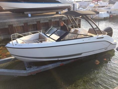 Quicksilver 675 BOWRIDER/Mercury 200