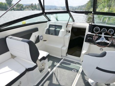 Sea Ray 230 Sunsport mit Kabine