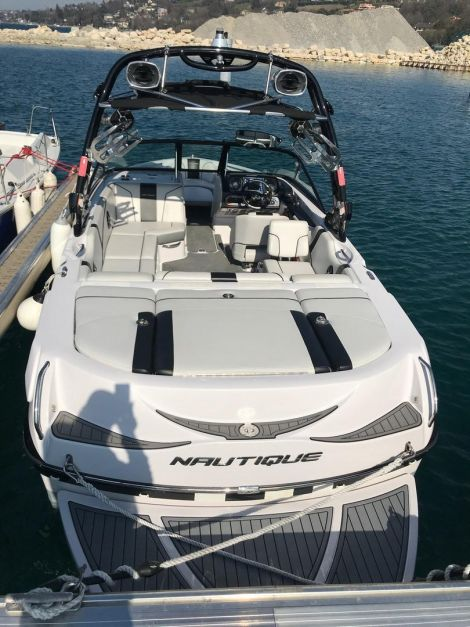 Correct Craft Super Air Nautique 210-2011