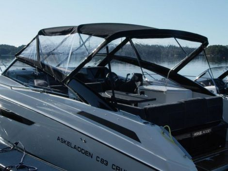 Parker 850 Voyager mit Bimini by Inter Yacht West