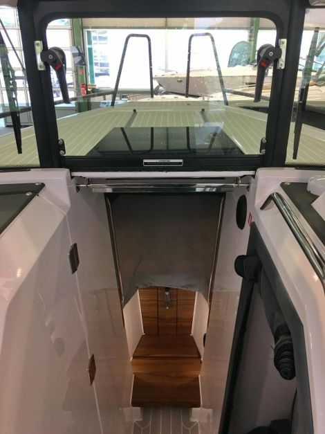 XO Boats 270 RS Front Cabin