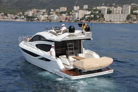 Galeon 430 Tender on Plattform