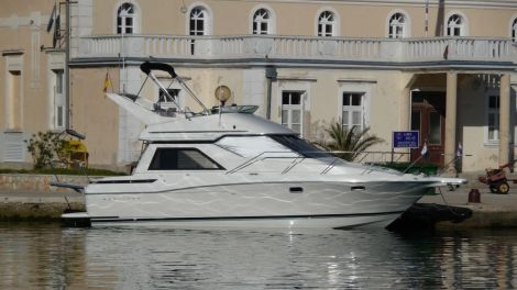 Bayliner 3258 Avanti Command Bridge