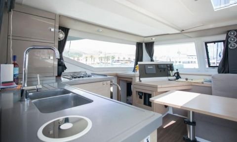 Fountaine Pajot Lucia 40