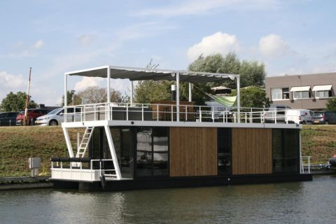 Luxury Houseboat