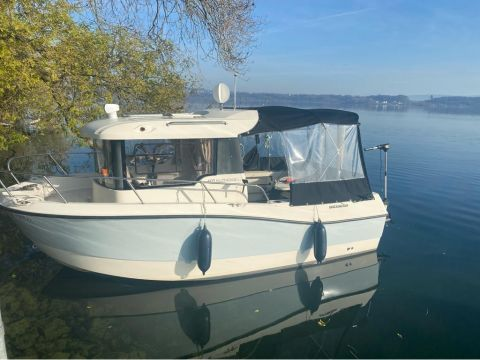 Quicksilver Pilothouse 605