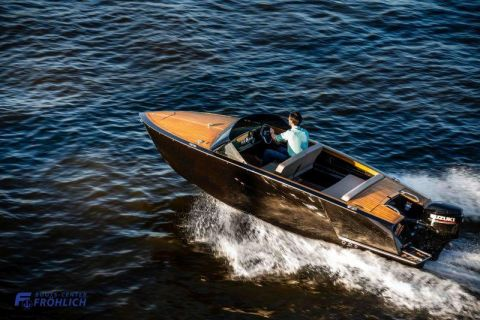 VTS Boats Flying Shark 5.7 Classic DeLuxe
