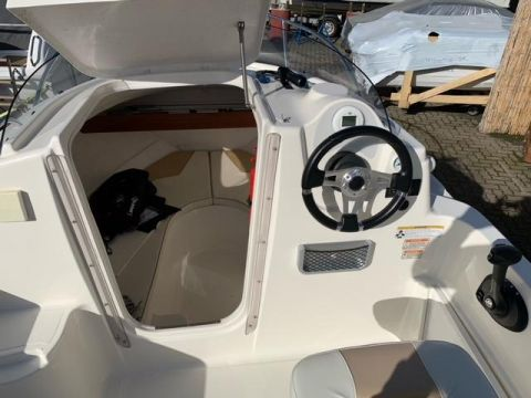 Quicksilver 430 Cabin