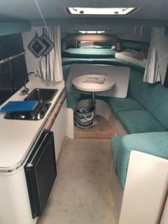 Cruisers International Natante Diesel Cabin