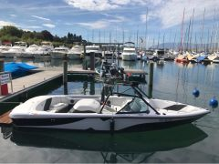 Correct Craft Super Air Nautique 210