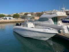 Boston Whaler Outrage 270 Center Console Boat