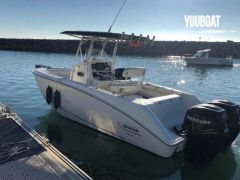 BOSTON WHALER 240 OUTRAGE Center console boat