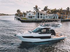Galeon 400 Fly mit Iate a motor