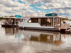 BT01 Floating Home Hausboot