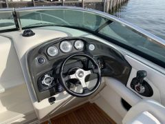 Sea Ray 240 SunSport Imbarcazione Sportiva