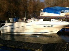 Quicksilver 635 Commander Deck Boat