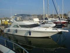 Sea Ray 440 Express Cruiser Yacht a Motore