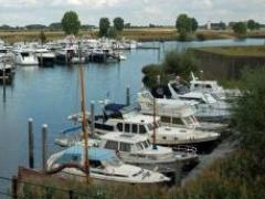 Berths at Marina De Wiel Jetty for mooring alongside