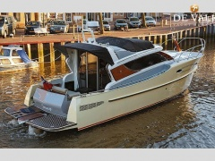 Esquire Yachts Iate a motor