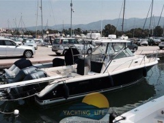 Pursuit 3070 Express Yacht a Motore