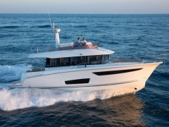 Jeanneau Velasco 43 Flybridge Yacht