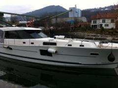 Delphia Escape 1350 Hard Top Yacht