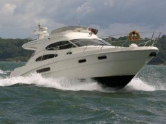 Sealine F 37 Flybridge Yacht