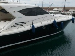 Uniesse 57 HT Hard Top Yacht